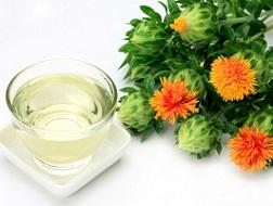photo-of-safflower-and-oil.jpg