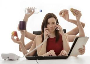 photo-of-a-woman-eating-while-working.jpg
