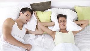 upset-woman-in-bed-with-her-boyfriend-snoring.jpg